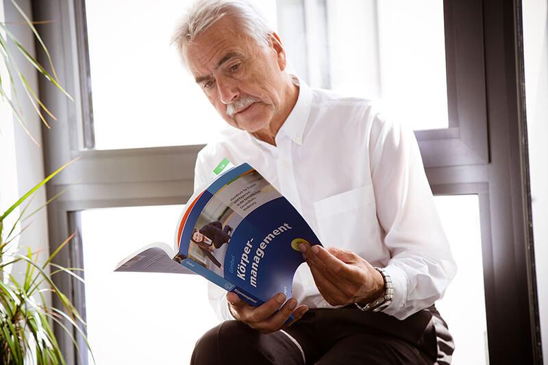 Betriebliches KörperManagement - Dr. Bernd Gimbel - Wenn der Kopf den Rücken belastet; Gesundheitsförderung